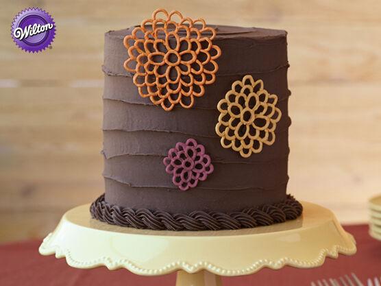 wilton cake decorating course 2 flowers cake design set. Black Bedroom Furniture Sets. Home Design Ideas