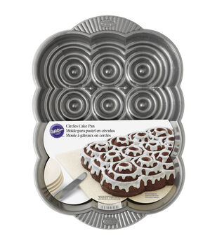 Wilton® Cinnamon Rolls Pull A-Part Bread Cake Pan