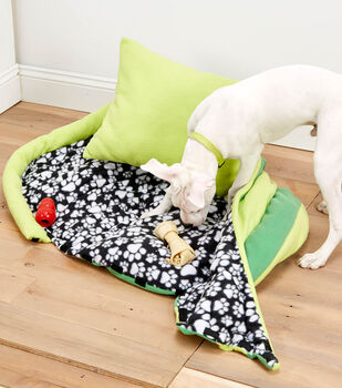 """How To Make A """"Slipper"""" Dog Bed with Removeable Top"""