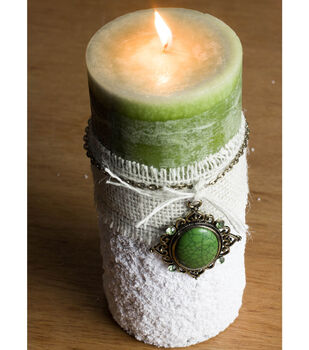 How To Make A Frosty Holiday Candle
