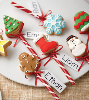 Christmas Cookie Pops In Iconic Shapes