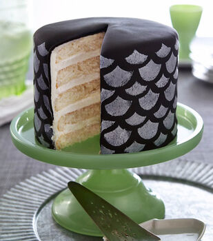 Painted Scallops Fondant Cake