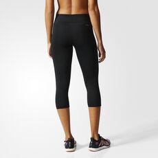 модная одежда для спорта и фитнеса