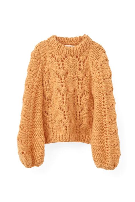 a3efed1d Jeg så denne Ganni-genseren i dag, og den er skikkelig fin, men ikke  4000-kroners-fin. :knegg: Har noen sett en oppskrift som likner? :blånn:
