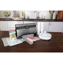 The FoodSaver® V3880 Vacuum Sealing System - The Master Chef Kit