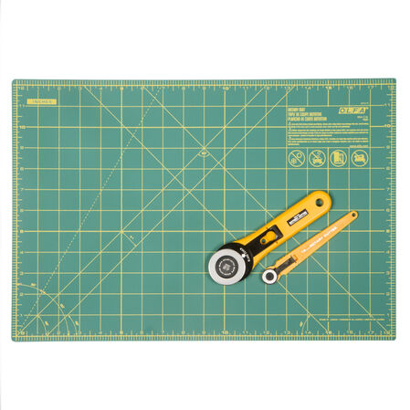 "Rotary Essential Kit - 45mm Rotary Cutter, 18mm Rotary Cutter and 12"" x 18"" Rotary Mat (RTY-2/RE)"