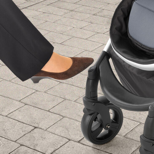 Locking front swivel wheels give you more control over stroller navigation