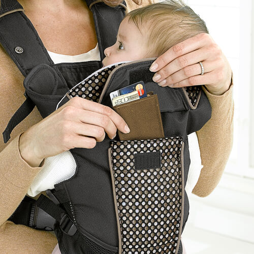 A pocket with a velcro flap on the UltraSoft Infant Carrier gives you an extra space to store your belongings