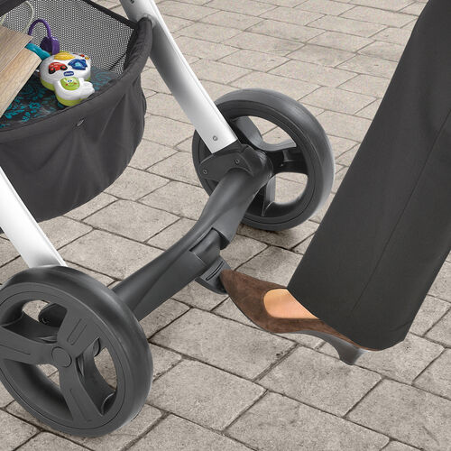 Linked brakes on the Chicco Urban 6-in-1 Modular Stroller can be applied with one tap of the foot