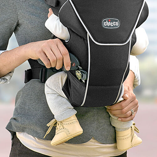 Mesh pockets on the UltraSoft Magic Infant Carrier provide a place to stow pacifiers or toys