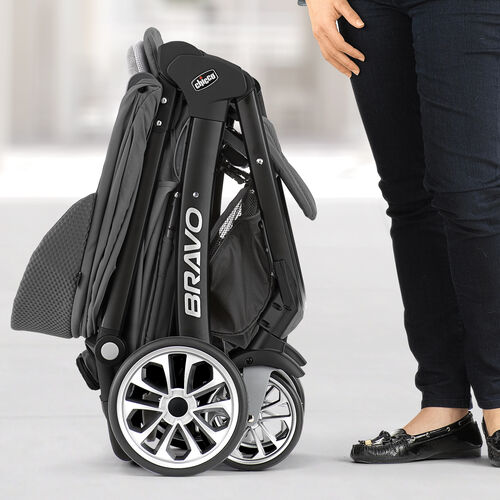 Chicco Bravo LE Stroller has a compact convenient standing fold