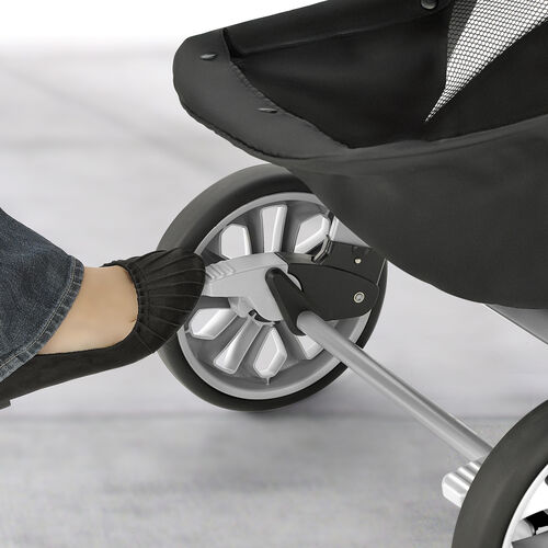 Featuring interlock brakes to easily secure the Bravo stroller