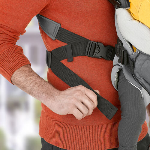 Adjustable straps and lumbar support keep parents comfortable