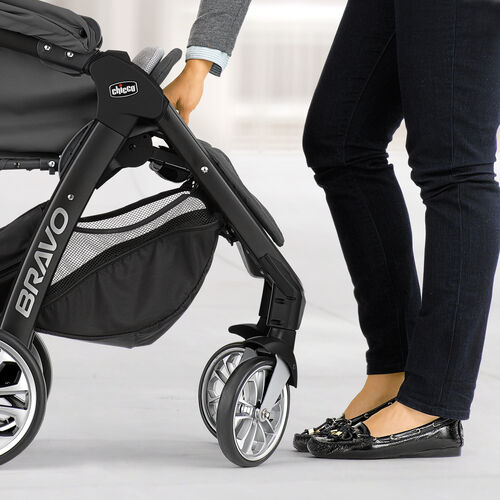 Front wheels on Chicco Bravo LE Swivel in automatically for most compact fold