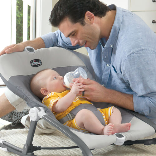 Bonding time with baby is relaxing in the Chicco Pocket Relax rocker
