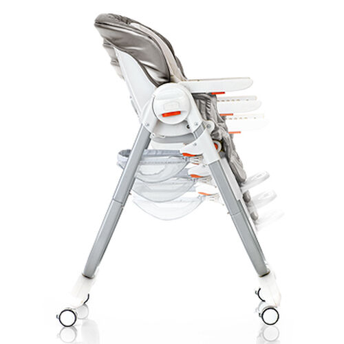 6 different height position adjustments on the Chicco Polly Magic Highchair allow you to find the best height for feeding