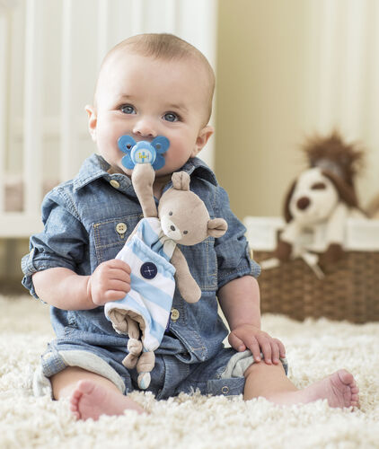 Cuddle up with the Chicco Pocket Buddy in blue