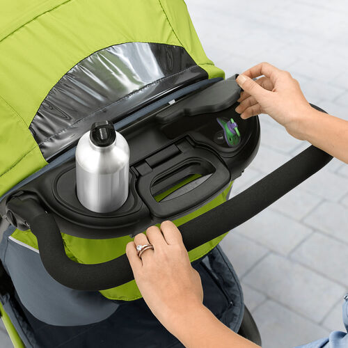 Carry your water bottler and secure your belongings using the parent's tray of the Cortina CX stroller