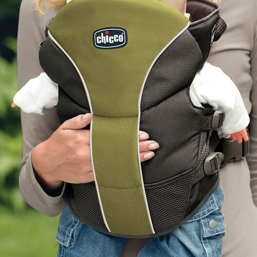 A unique cuddle pocket on the Chicco UltraSoft Carrier Elm lets baby feel mom or dad's soothing touch