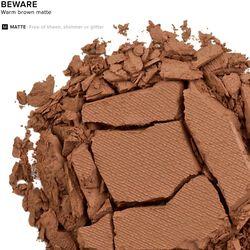 Eyeshadow in color Beware