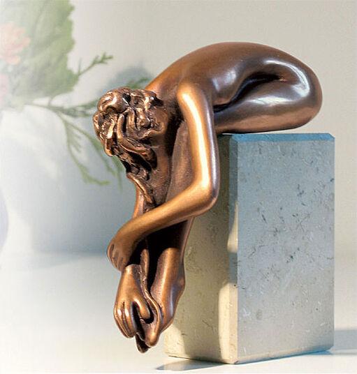 "Bruno Bruni: Skulptur ""La Calma"", Bronze auf Marmorsockel"
