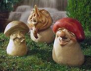 "Set of garden Statues ""The three Schmunzel mushrooms"" , stone molding"