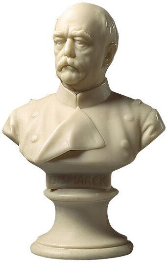 """Hans Hellmich: Porträtbüste """"Otto von Bismarck"""" (1897), Kunstmarmor"""