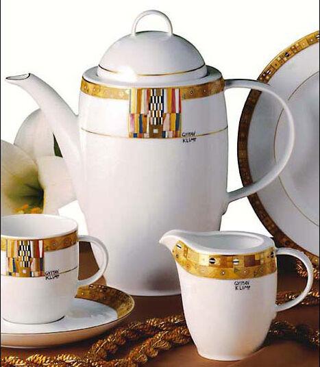 "Gustav Klimt: Kaffeekanne ""Stoclet-Fries"", Porzellan mit Golddekor"
