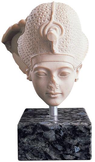 King's head in the coronation group of Tutankhamun