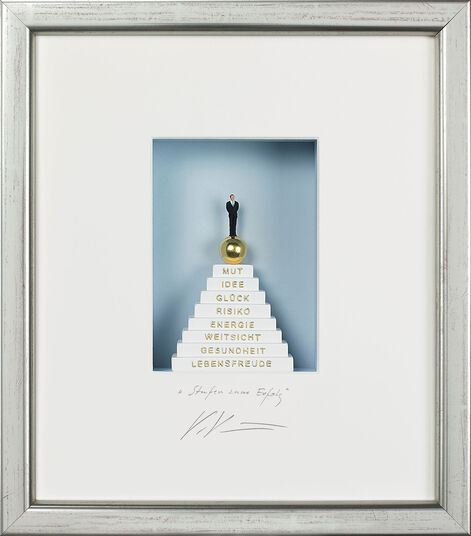 "Volker Kühn: Three-dimensional glass case ""Steps to Success"""
