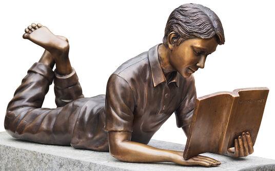 """Gartenskulptur """"Lesender Junge mit Buch"""", Bronze"""
