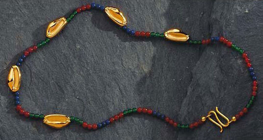 Shell necklace of princes Sit-Hathor