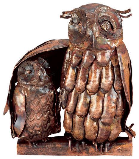 """Marcus Beitelhoff: Skulptur """"Eule mit Jungem"""", Kupfer"""