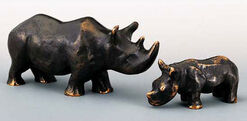 "2 Skulpturen ""Nashorn-Mutter und -Kind"" im Set, Bronze"