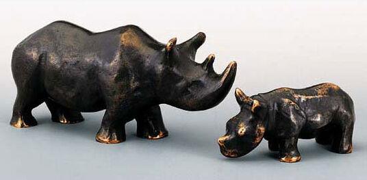 """Mechtild Born: 2 Skulpturen """"Nashorn-Mutter und -Kind"""" im Set, Bronze"""