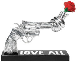 "Jonas Akerlund: Skulptur Knotted Gun ""Love All"""