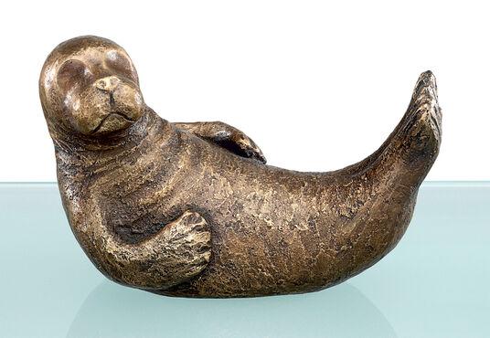 """Antje Michael: Sculpture """"Fynn the fin"""" (2010), bronze"""