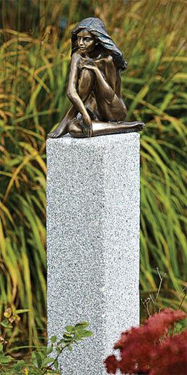 """Garden Sculpture """"Demi"""" (Version mit Stele)"""