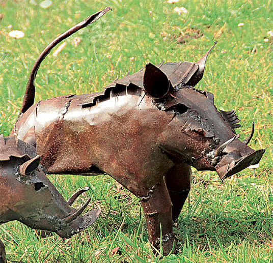 "Luwagala: Garden statue ""Warthog"" (medium-sized version)"