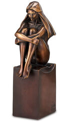 "Sculpture ""look into the future"", bronze edition"