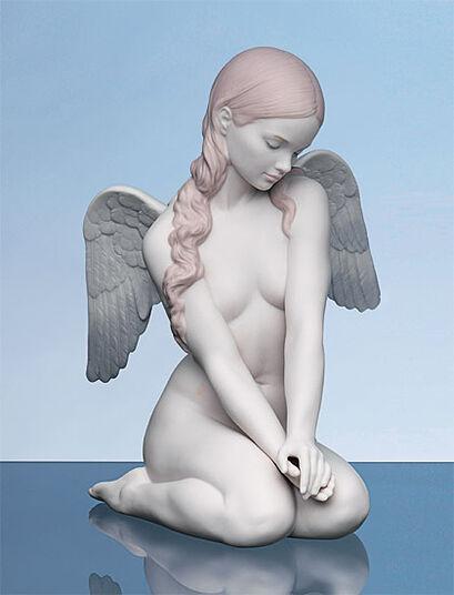 "Lladró: Porzellanfigur ""Kniender Engel"", handbemalt"