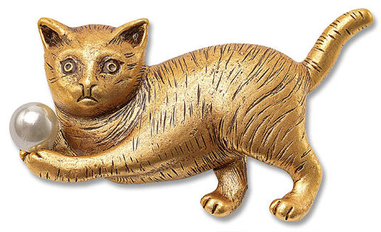 Cat brooch with a pearl