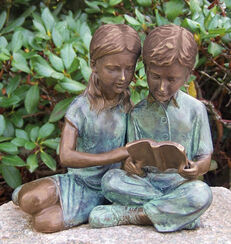"Gartenskulptur ""Lesende Kinder"", Bronze"