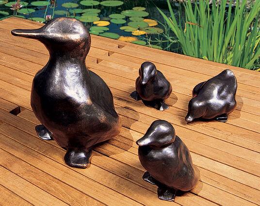 """Mechtild Born: Skulpturengruppe """"Entenfamilie"""", Bronze"""