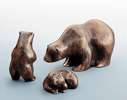 """Mechtild Born: Skulptur """"Liegendes Bärenkind"""", Bronze"""