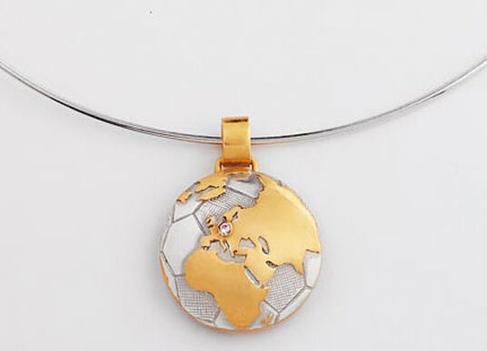 "Christiane Wendt: pendant ""the world at home with us"" with necklace"