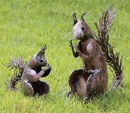 """2 Gartenfiguren """"Eichhörnchen"""" im Set"""