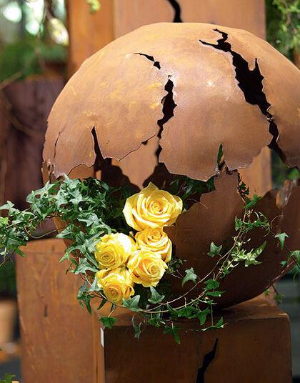 Small garden ball 'Finding'