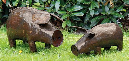 """Kelvin Mukondo: Zwei Gartenfiguren """"Hausschweine"""" im Set"""