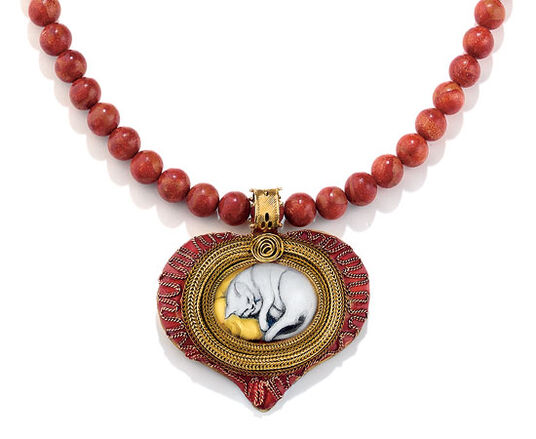 Petra Waszak: Coral necklace 'White Cat' - after Franz Marc